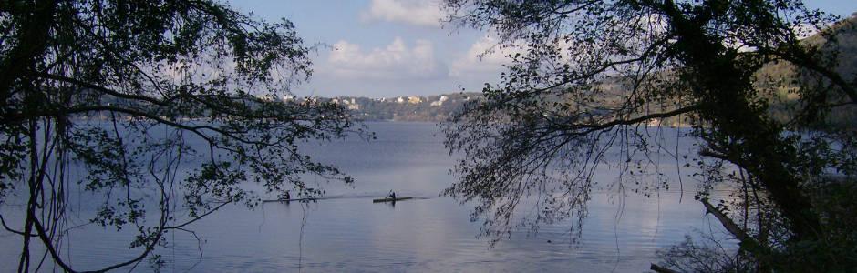 canoa nel lago